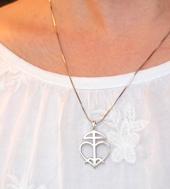 Zilveren hanger met het Meester Morya symbool